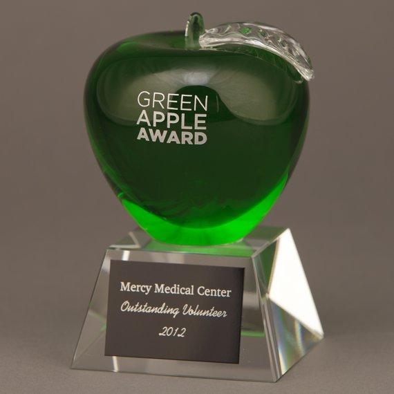 Green Crystal Apple Trophy an Excellent Teacher Appreciation Idea